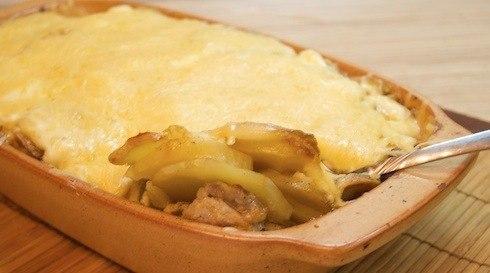 Картофель с филе индейки, запеченный под сыром