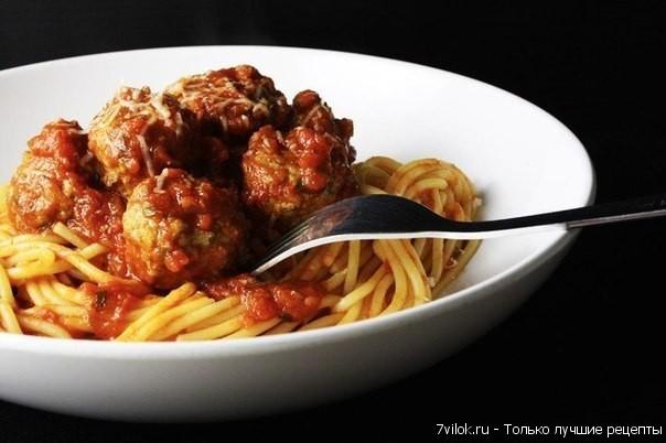Мясные шарики со спагетти в томатном соусе